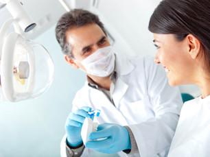 Ida ao dentista: qual a frequência ideal para manter a saúde bucal?