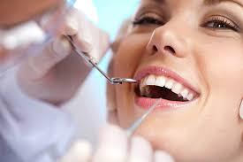 Por que algumas pessoas têm cáries mesmo cuidando bem dos dentes?