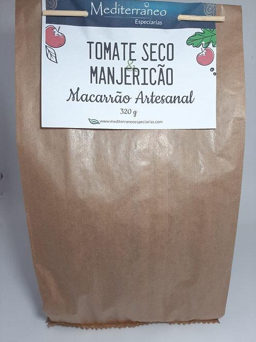 Macarrão Artesanal com Tomate Seco e Manjericão