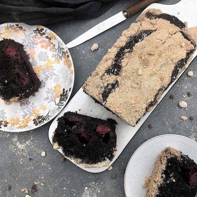 עוגה קצרה - פירות יער, שוקולד וקרמבל עם קמח כוסמין