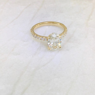 Oval Diamond in Yellow gold ring