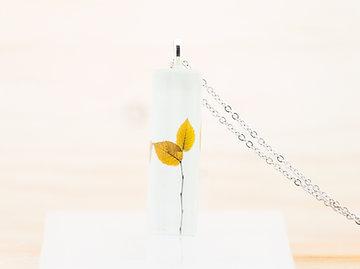Feuilles minimalistes, pendentif
