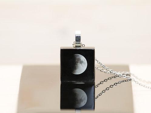 Éclipse lunaire, pendentif
