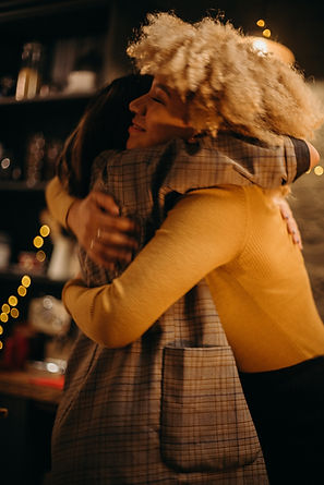 two-person-hugging-photograph-3171465.jp