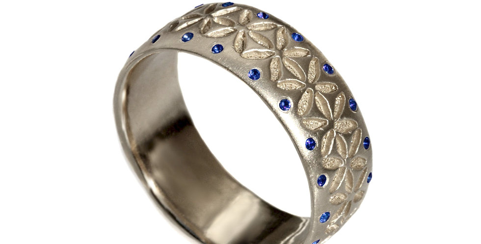 טבעת זהב וספיר כחול ניצוצות החיים