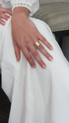 טבעת נישואין לאישה רחבה זהב חריטות פרחים