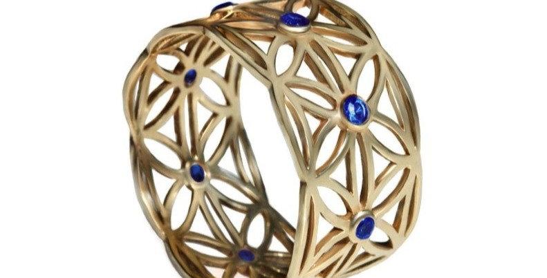 טבעת זהב 'תחרת פרח החיים' ספירים כחולים