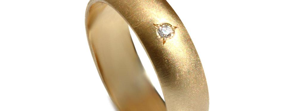 טבעת זהב צהוב מוברש שיבוץ יהלום