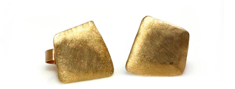 עגילים נצמדים מעוין מוברש זהב 14 קראט אדום/צהוב