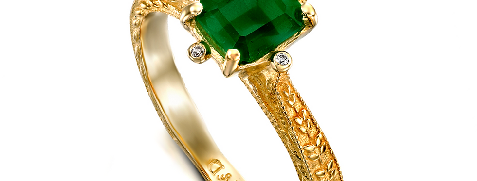 טבעת אמרלד מלבני וארבעה יהלומים זהב צהוב