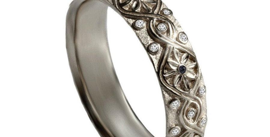 טבעת 'קשר אינסוף' זהב לבן יהלומים וספירים