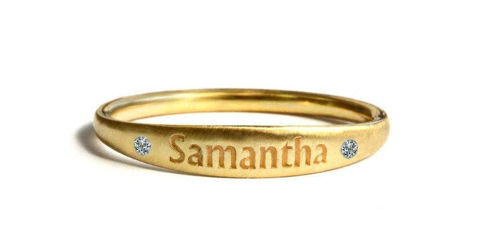 טבעת זהב שם חרוט ויהלומים