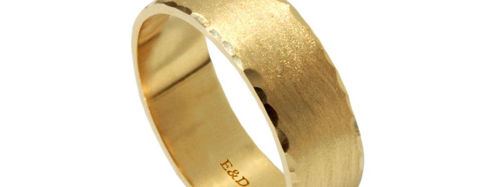 טבעת נישואין קלאסית דפנות מרוקעות