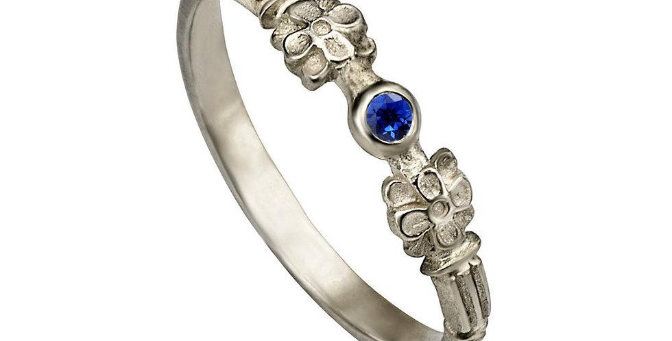 טבעת אירוסין ספיר כחול מינימליזם פורח