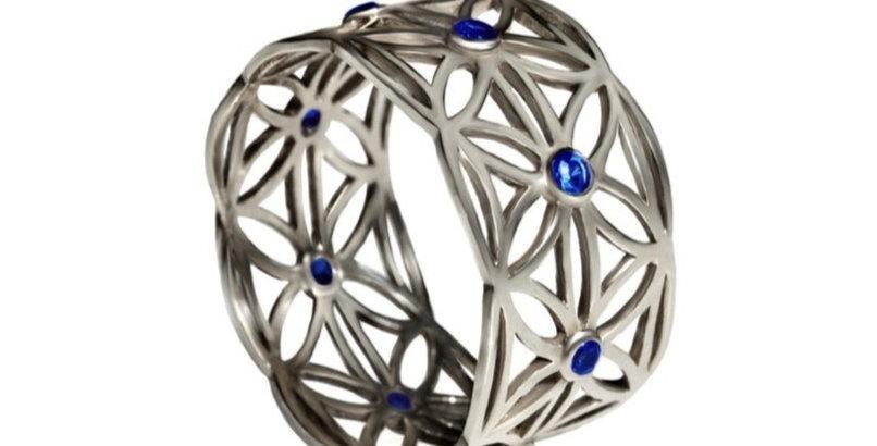 טבעת זהב לבן 'תחרת פרח החיים' ספירים כחולים