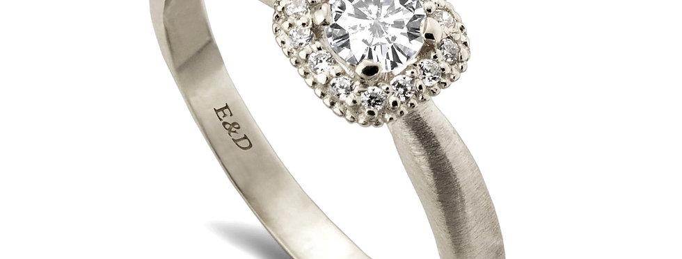 טבעת הילת יהלומים מרובעת קלאסית