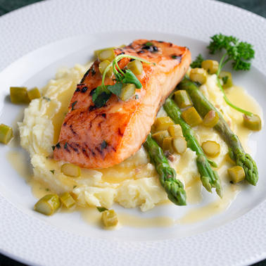 SALMON FILLET WITH ASPARAGUS