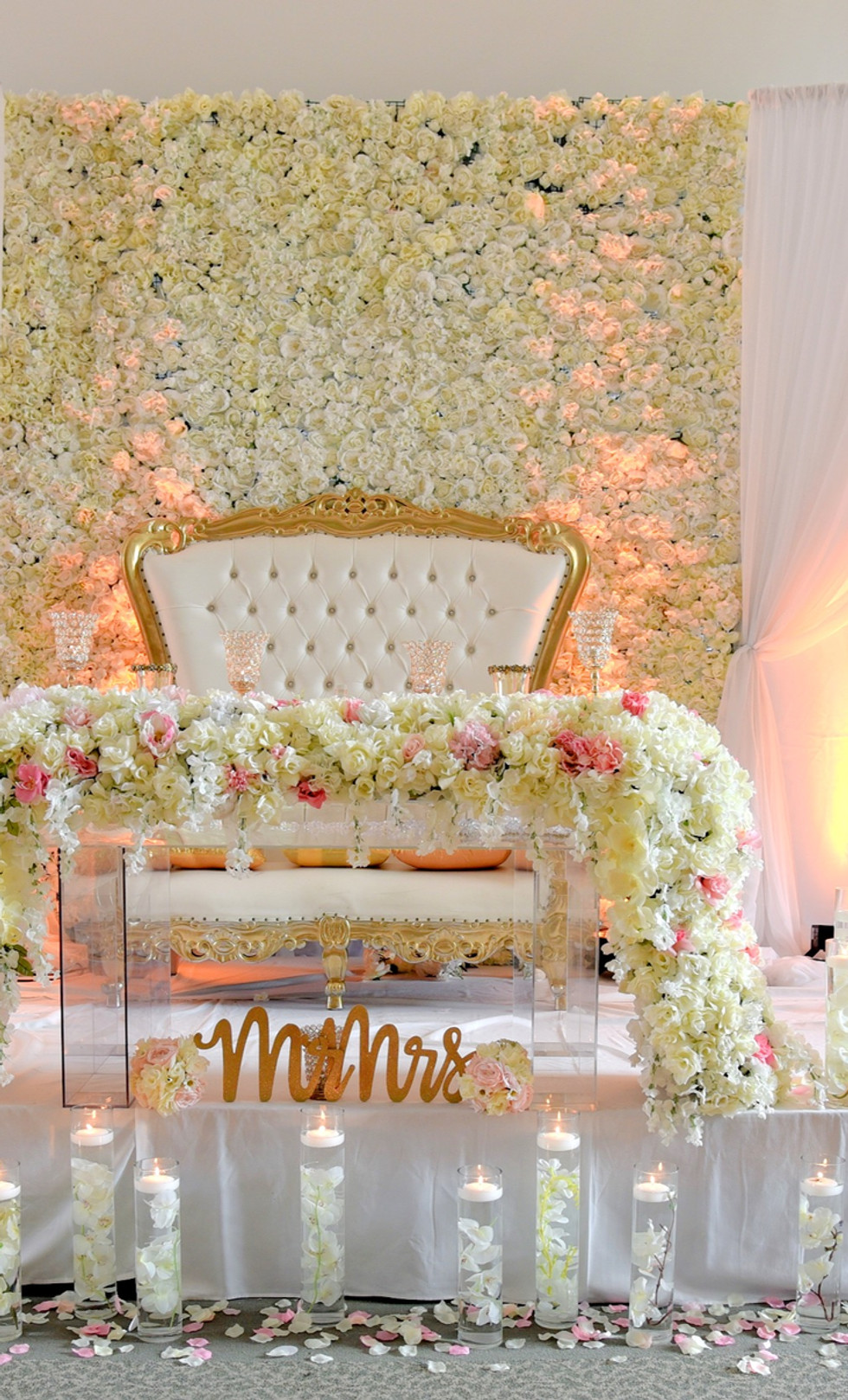 Wedding flower wall with two chandelier