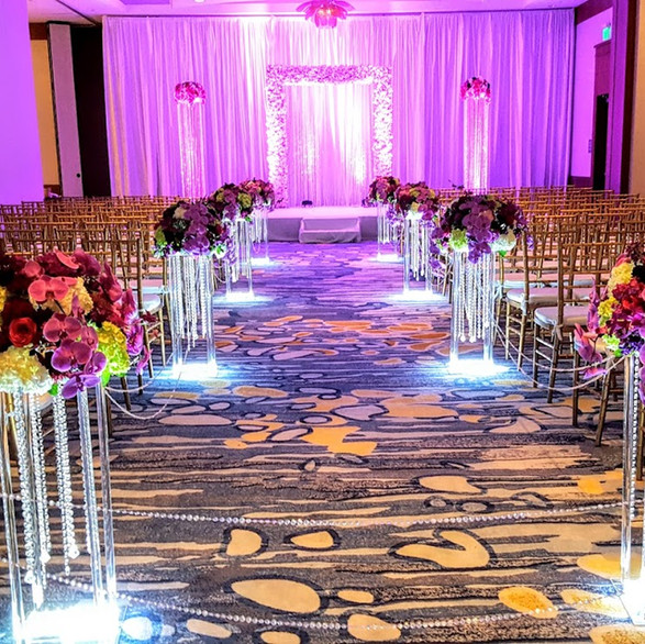 Ceremony decor with crystal pillars