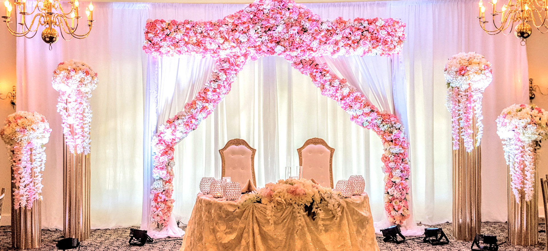 flower arch with 4 gold pillars
