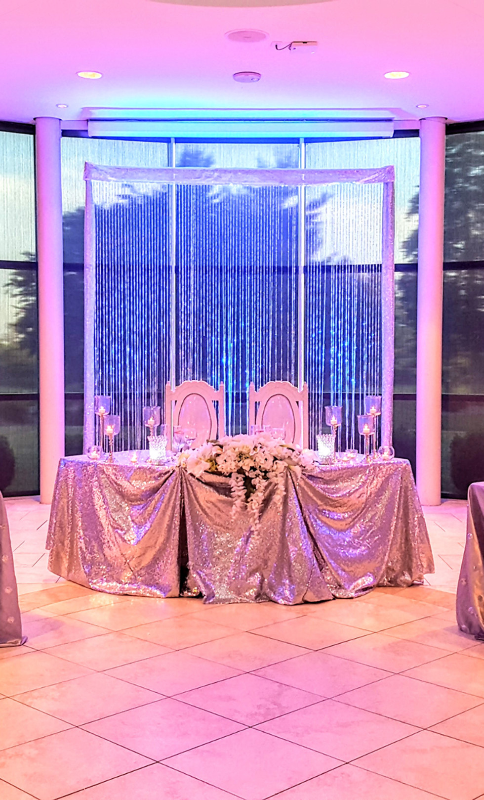 Crystal draping with two crystal pillar