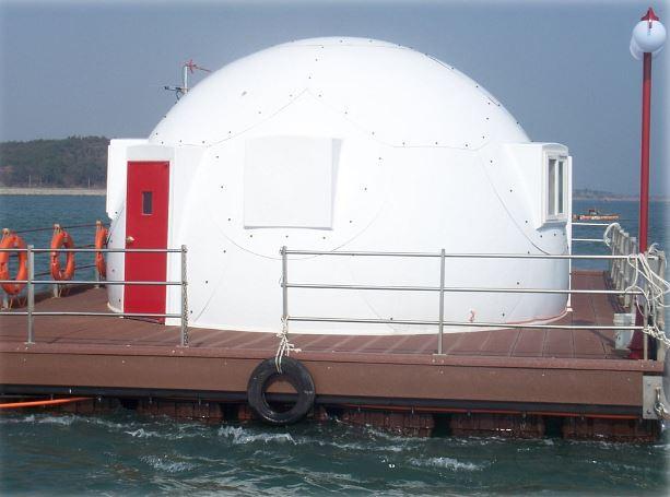 Floating fishing pension in Korea