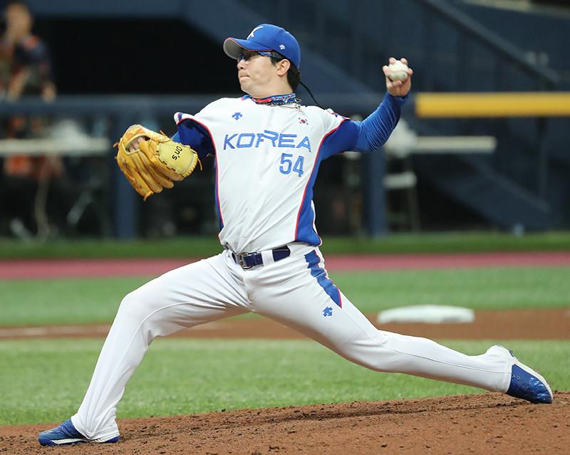 korean baseball game throw