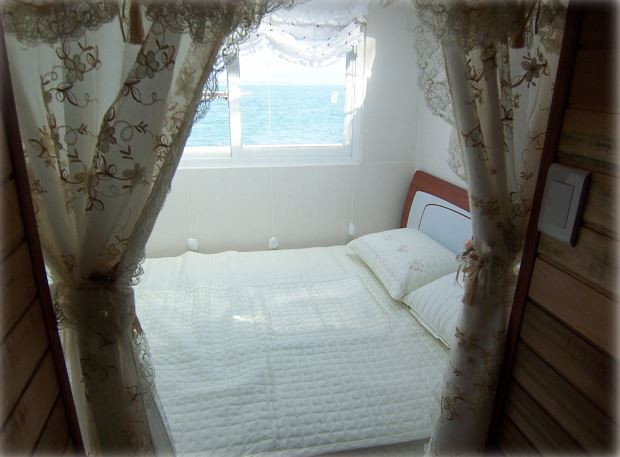 floating fishing pension in Korea , room view