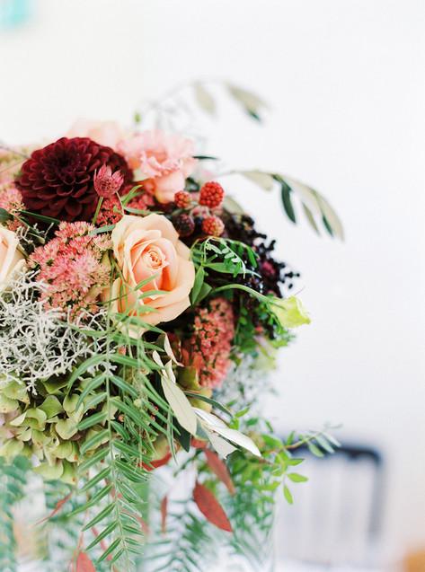 Flower centerpiece by Melanie Nedelko Fotografie