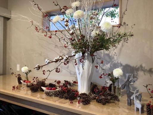 エントランスの12月の花