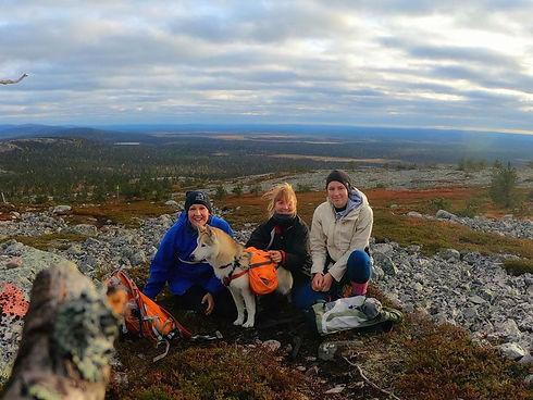 hiking with huskies13.jpeg