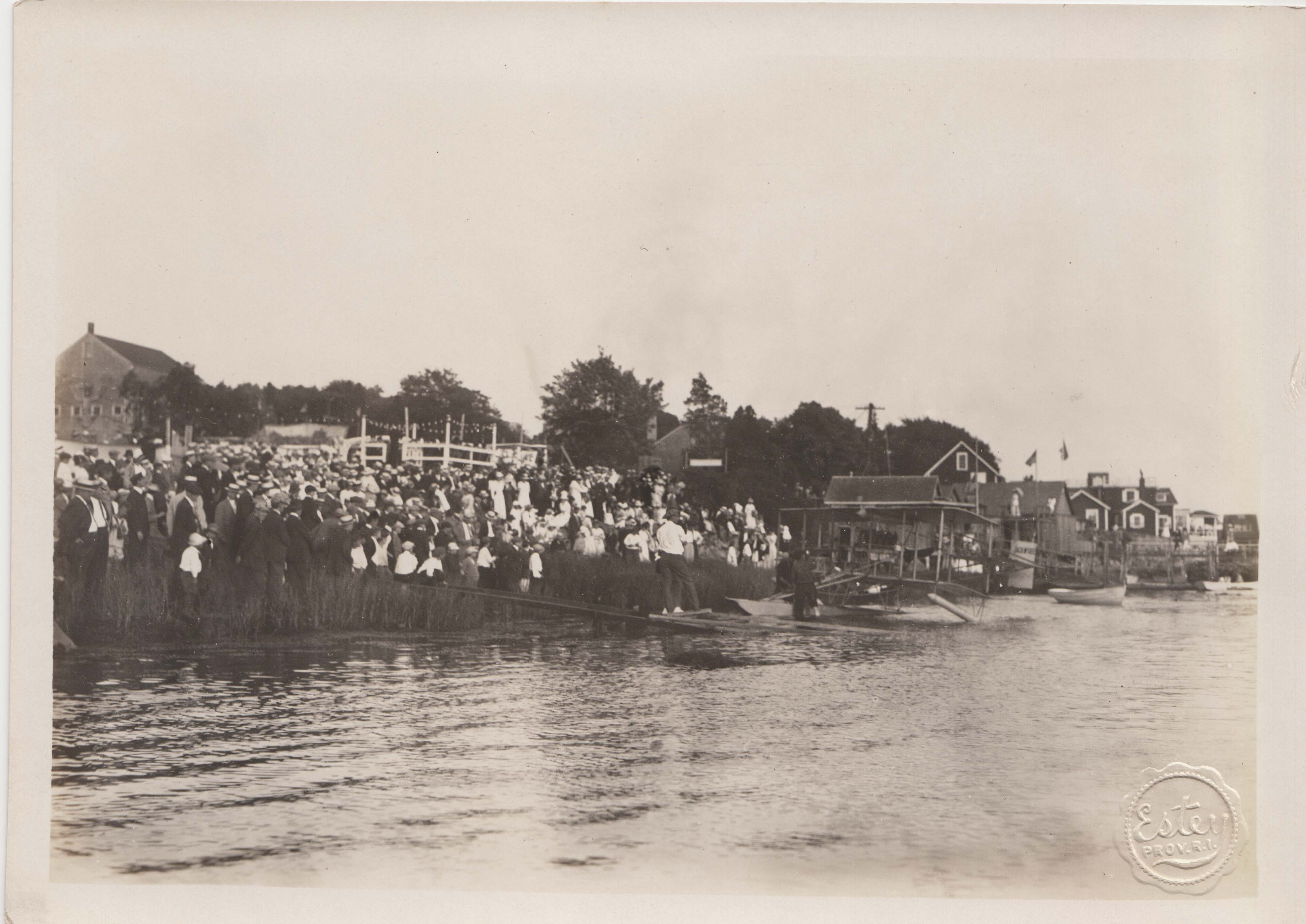 0058 Crowd around Beach 1