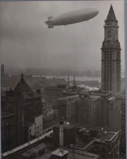 0695 Hindenburg Zeppelin In Flight