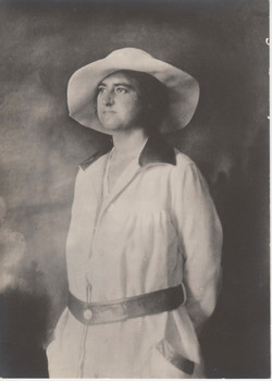 0083 Woman with Hat