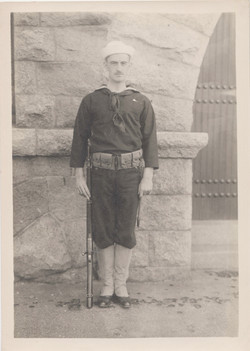 0191 Navy Man at attention with rifle