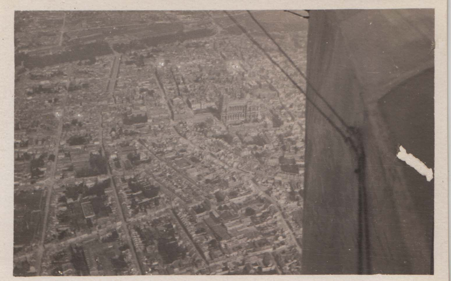 0425 Overview of the city from plane