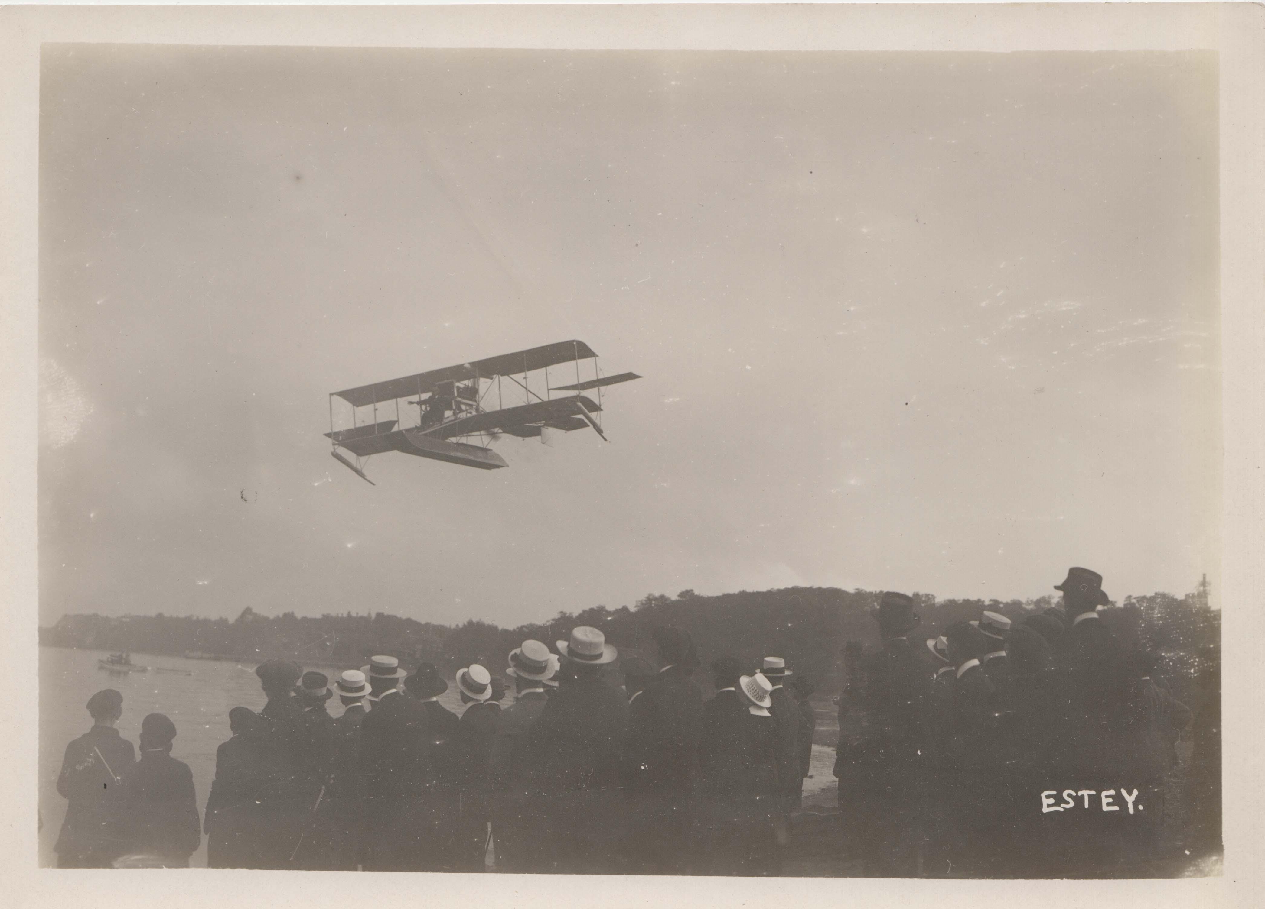 0060 Crowd and Aeroplane