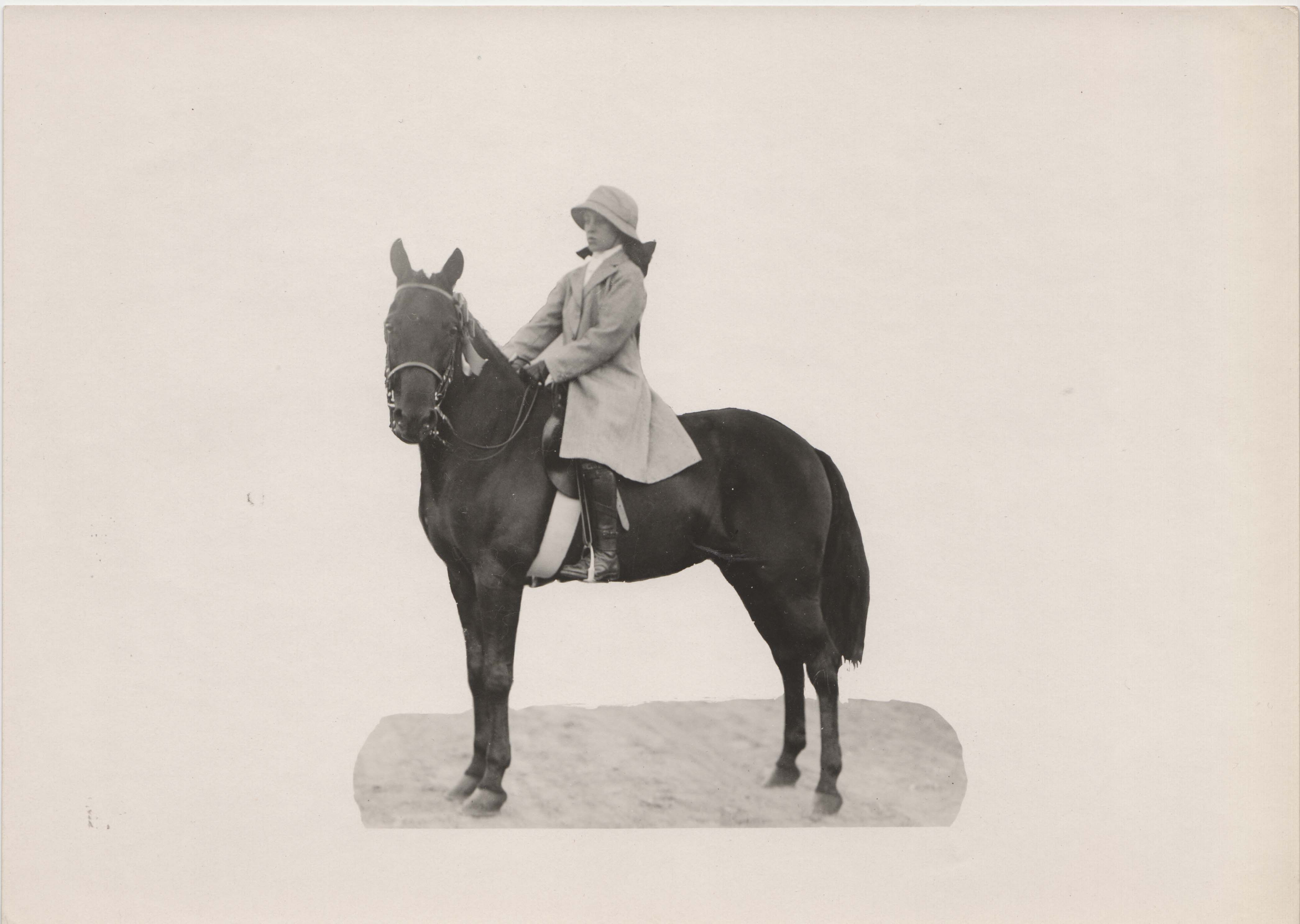 0199 Woman on Dark Horse