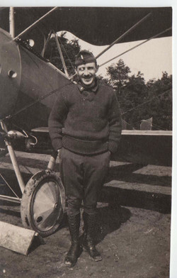 0464 Man in sweater with Plane