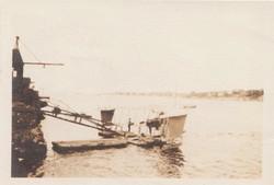 0457 Plane at lake