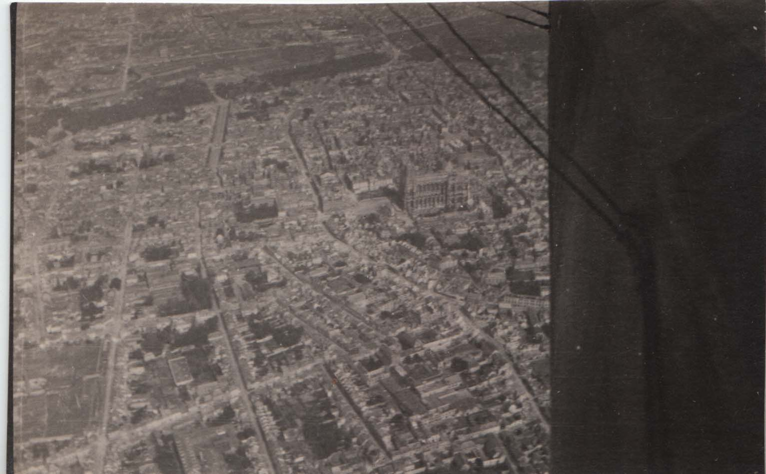 0424 Overview of the city from plane