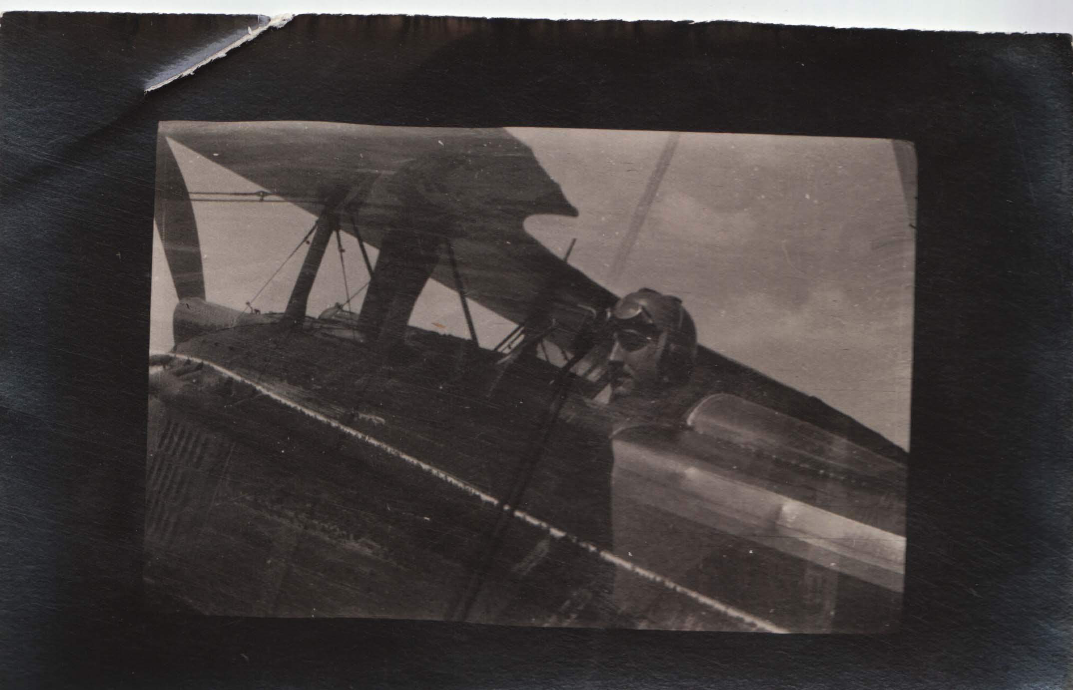 0453 Pilot on plane