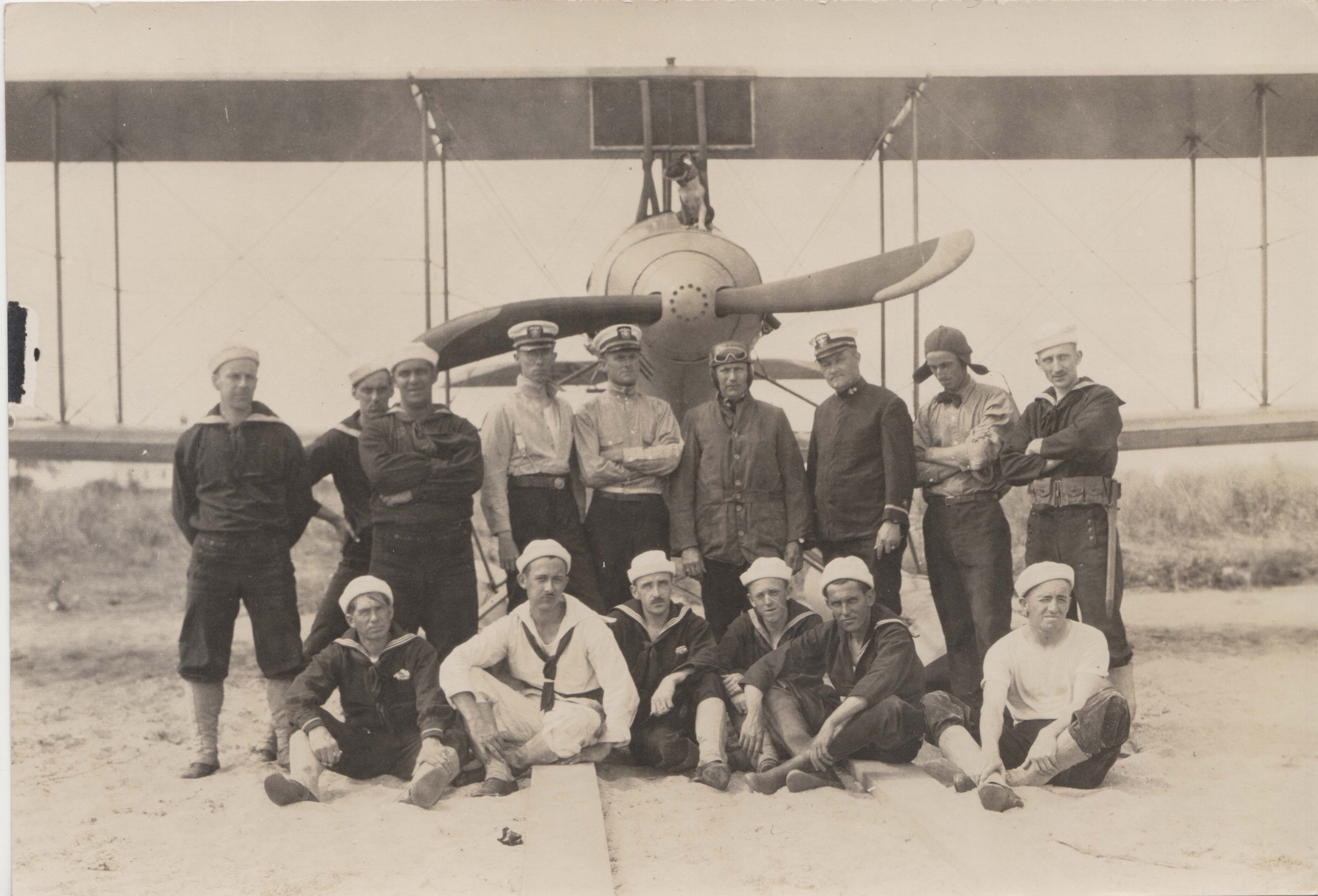 0113 Officers and Pilots in front of plane