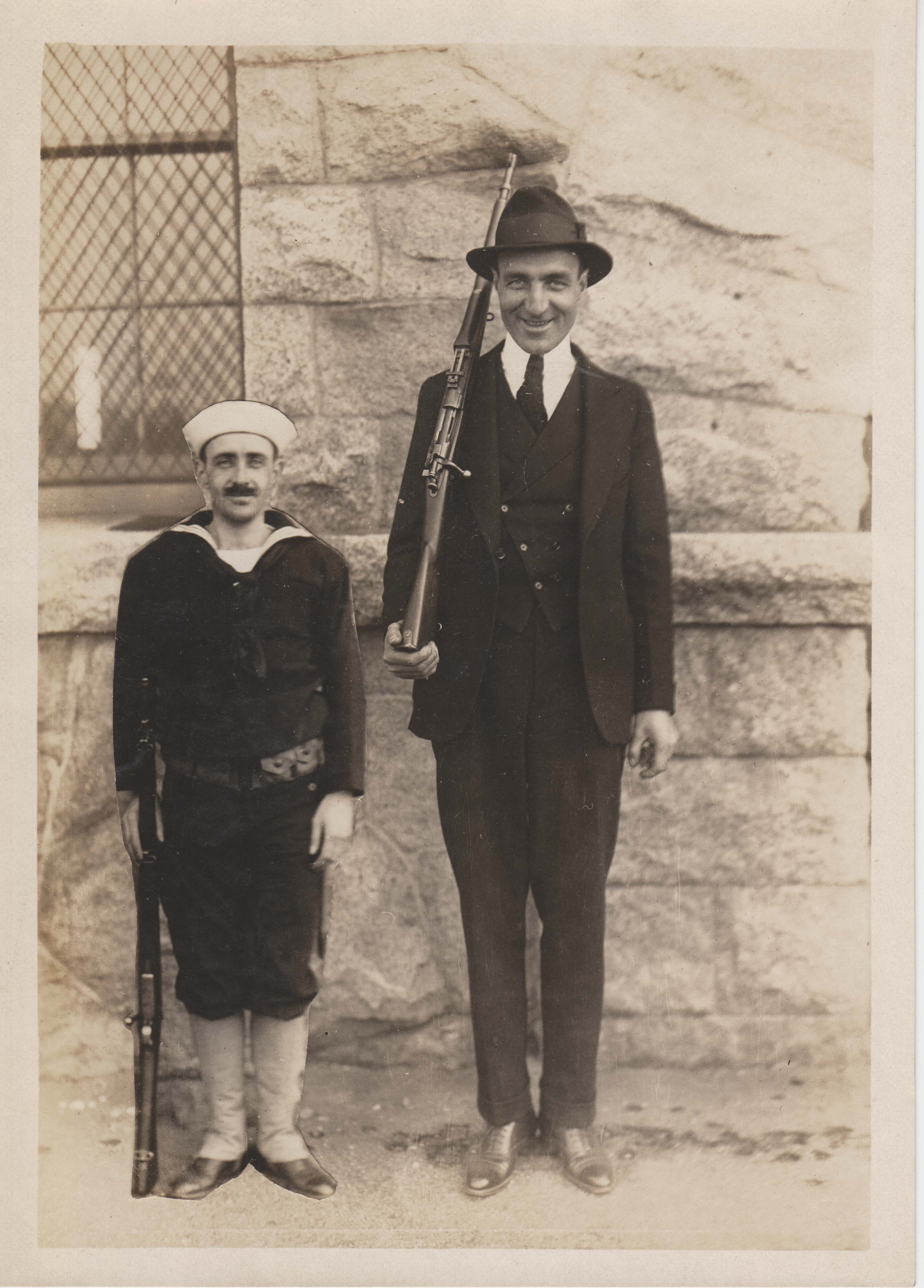 0189 Short man and Tall man with rifles