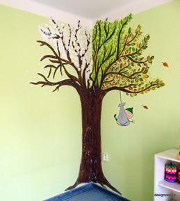 Strom 4 roční odbobí v mateřském centru