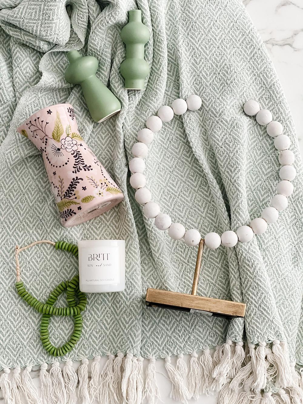 Spring Britt Box accessories