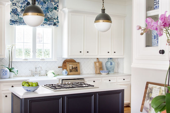 We updated this West University home by replacing the outdated light box over the island with the perfect pendants, swapping the tired granite countertops with Caesarstone, and adding interest with classic subway tiles arranged in a herringbone pattern. These small, thoughtful details add up to a space that feels complete and refined.