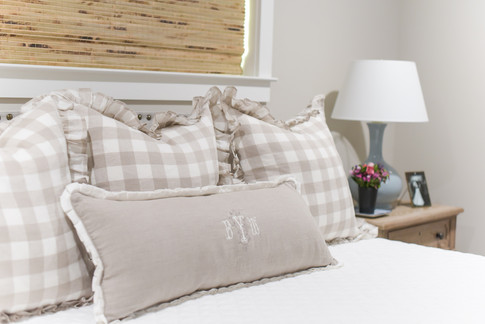 romantic-transitional-bedroom-in-memoria