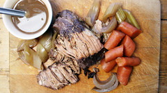 Slow-cook Beef Brisket with Onions