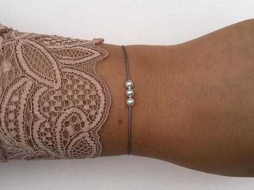 """""""Isabella"""" armbånd af silkesnor med 3 perler"""